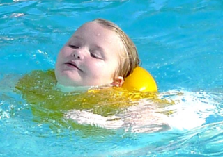 Honey_boo_boo_swims